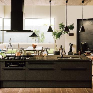 三島市長伏にあるプライムホームのキッチンの紹介です。LIXIL様の新商品のこだわった最高グレードキッチン。耐久性を備えているので熱、キズ、汚れを気にせず作業ができます。三島市プライムホームでは、お客様のご要望を聞いてからのプロによる完全自由設計です。