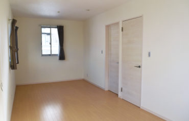 部屋を仕切れるように設計した洋室空間