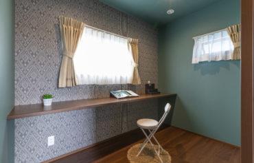 色やデザインにこだわった特別感のある書斎スペース