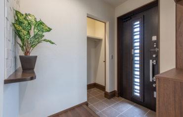 土間収納が併設する使い勝手の良い玄関