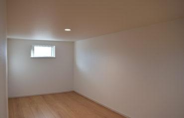 壁を白で統一した落ち着いた空間