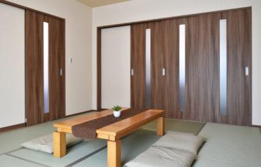 3枚の引込戸を採用した和室リビング