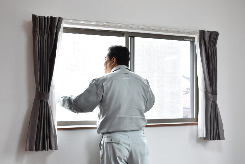 2019年4月29日に洋室にある窓を検査