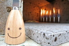 燃える石窯