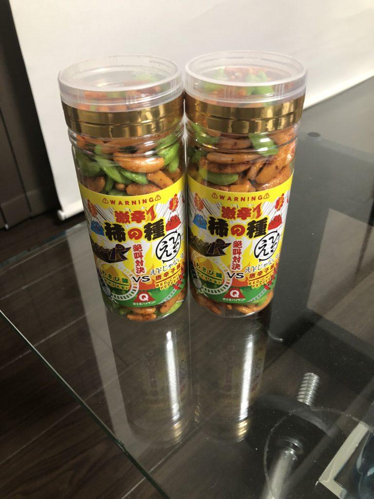 ワサビ味と唐辛子味の柿の種
