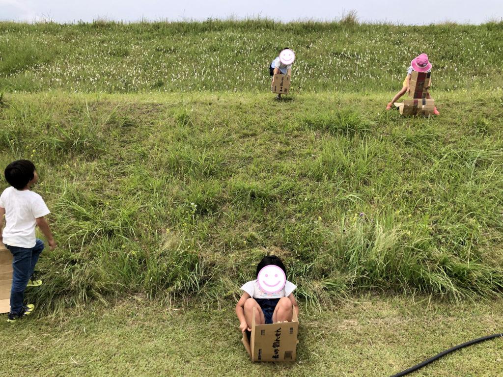 2019年6月2日芝生すべりを楽しむ子供たち