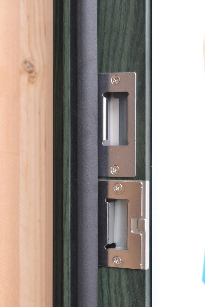2019年6月4日施工中のグリーンカラーの玄関扉