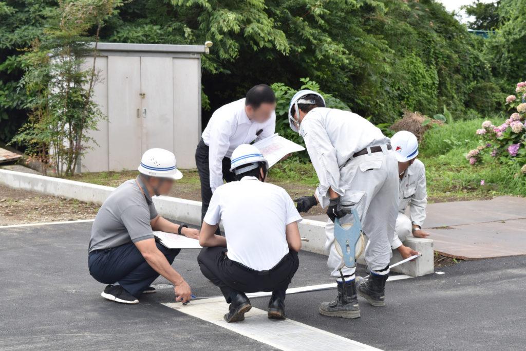 2019年7月9日三島市中区にある分譲地の完了検査を行っている様子