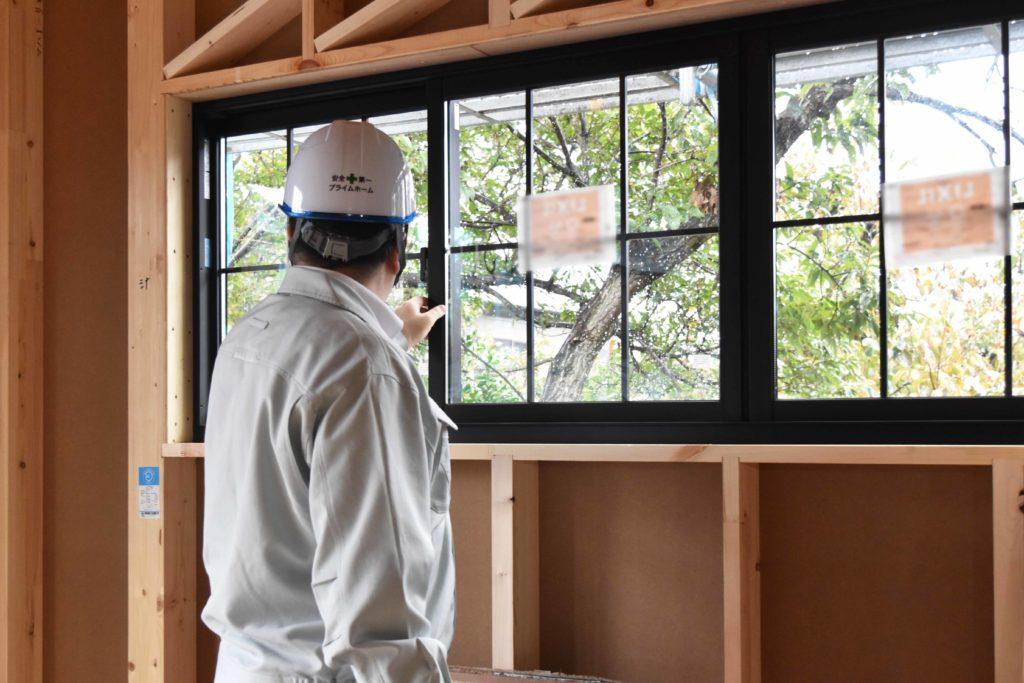 2019年10月29日函南町T様邸にて窓の確認をしている様子