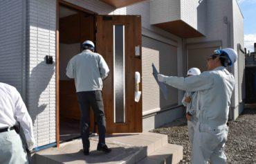 2019年11月14日新築住宅の外壁等を検査している様子