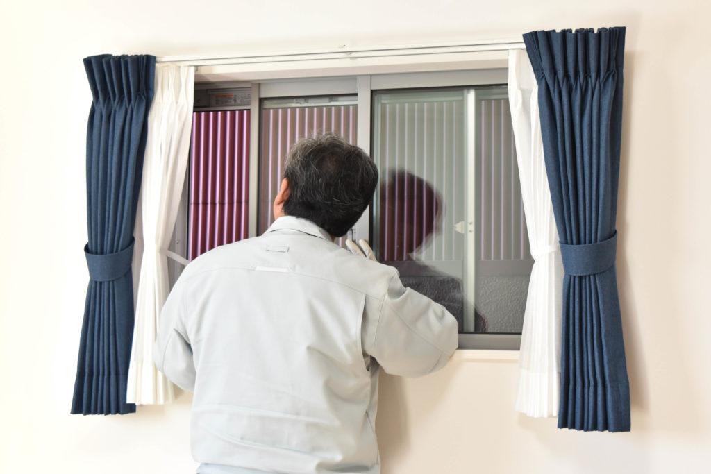 2019年11月11日社内検査1件目にて窓をチェックしている様子