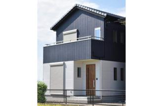 ツートーンカラーのお洒落な新築住宅
