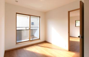 室内干し場としても活用できる日当たりの良いフリースペース