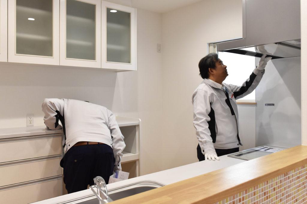 2020年1月21日の社内検査2件目にてキッチンを検査している様子