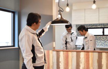 2020年1月23日の社内検査にてダイニングの照明やキッチンを検査している様子