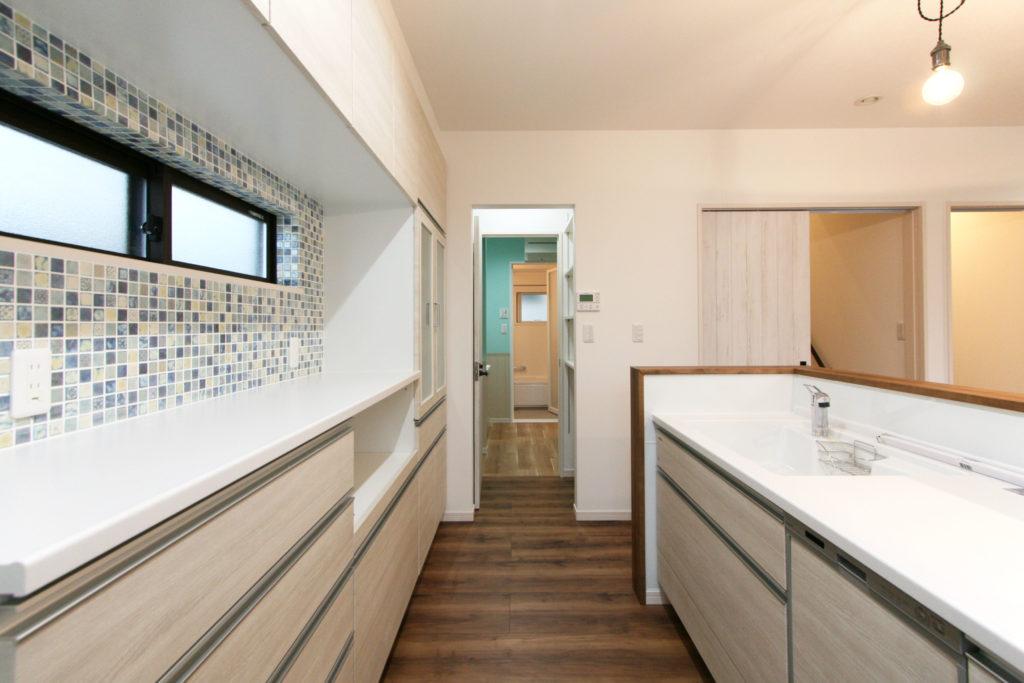 2020年1月23日の新築住宅のキッチンと洗面脱衣所・浴室へ続く家事動線