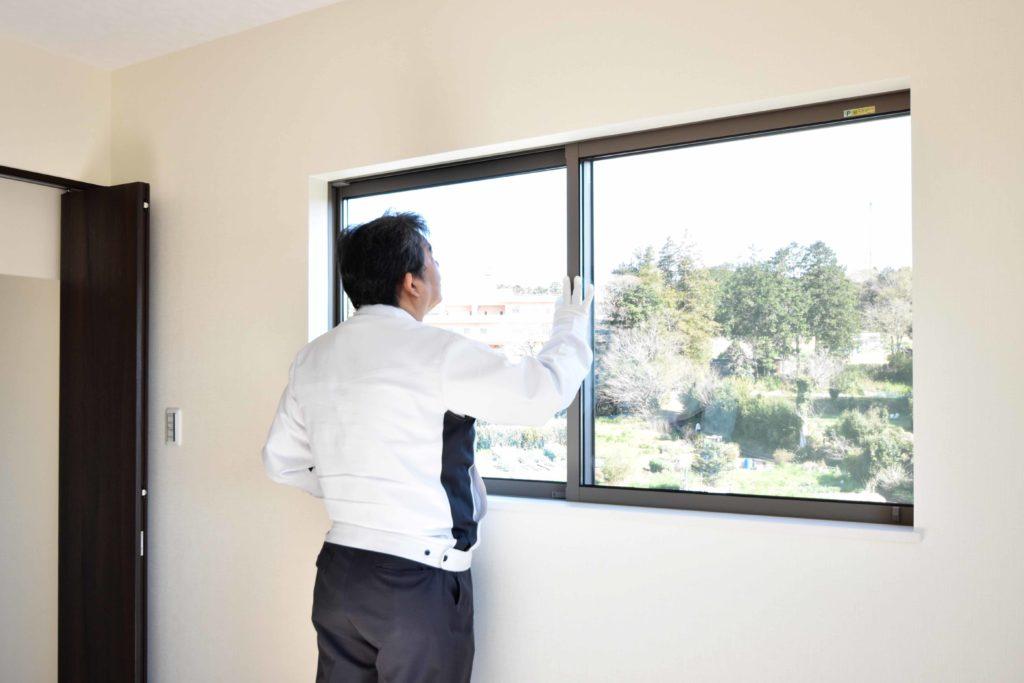 2020年3月24日実施の社内検査1件目にて窓を確認している様子