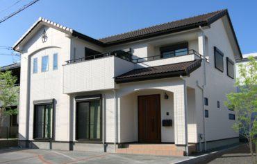 二世帯が仲良く同居する、快適動線と収納力のある家