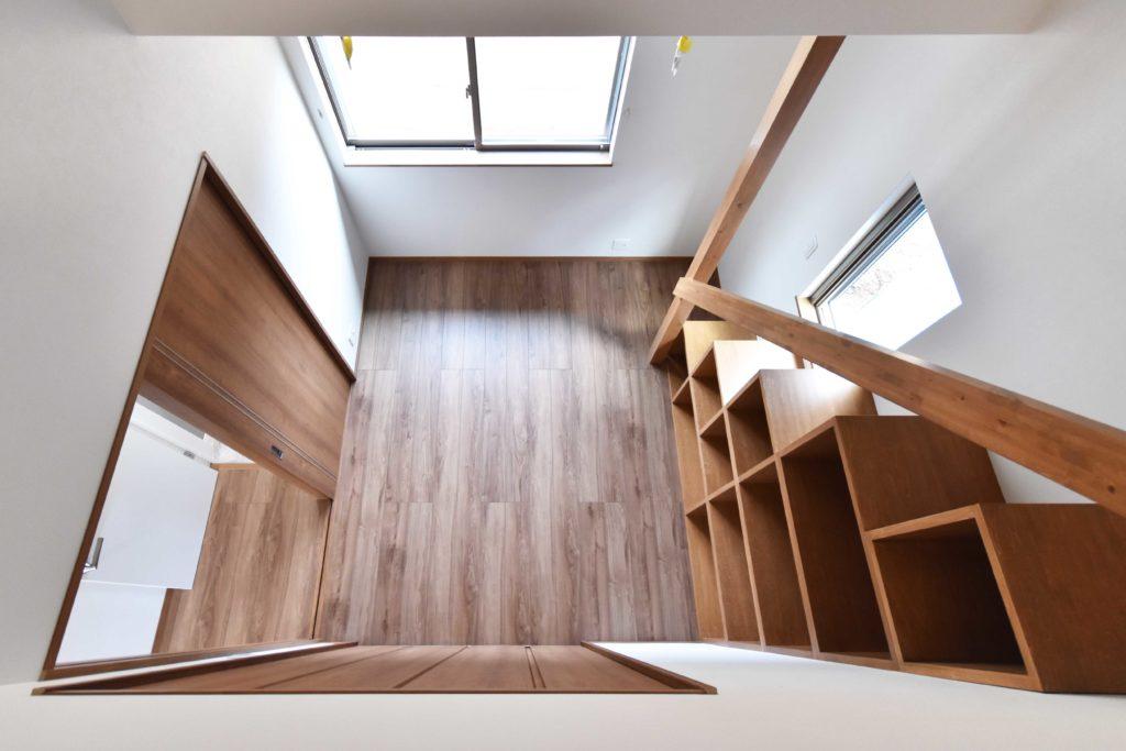 2020年3月17日実施の社内検査にて確認を行った造作階段のある洋室
