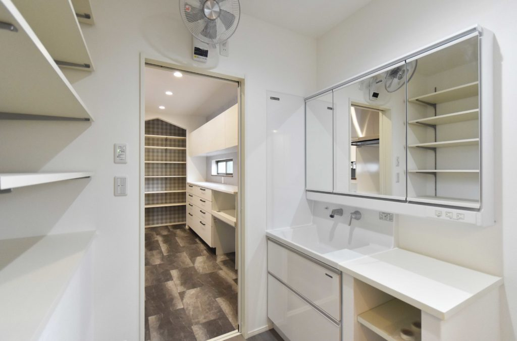 2020年3月17日実施の社内検査にて収納力と家事動線のある洗面脱衣室