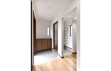 収納力のある便利なシューズクローゼットを活用し、玄関を綺麗な状態に♪