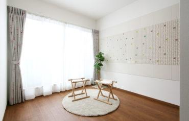 南側に面した、室内干しが可能なフリースペース。家事の効率化を考えた多目的な空間です。