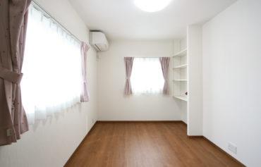 物の大きさに合わせて棚を調節できる可動式棚を設置!より快適な居空間になりました♪