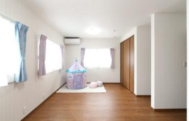 洋室は、部屋を二つに仕切れるように設計された、将来を見据えた間取りに。