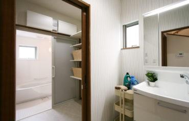 洗面室と脱衣所を分けてプライバシーを配慮◎
