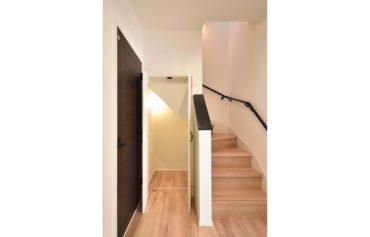 階段下も収納スペースにして有効活用♪