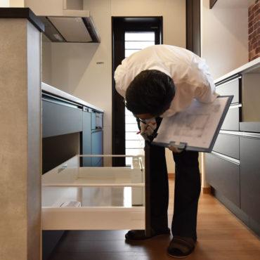 2020年7月2日社内検査_キッチンを検査している様子