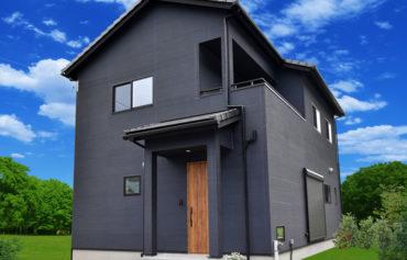 スッキリした玄関ポーチに、ブラックの外壁がお洒落な外観。