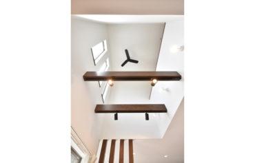2階とリビングをつなぐ吹き抜けは、家全体が一体感を感じられる住まいを演出してくれます。