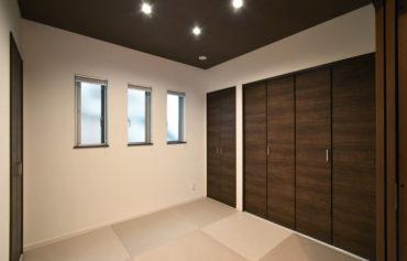 LDKと繋がる和室。客間や子供の遊び場、リラックス空間として大活躍♪