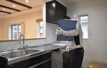 2021年2月2日社内検査_キッチンをチェックしている様子