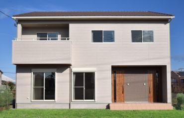 心地の良い二世帯住宅。玄関ポーチの外壁がアクセント♪