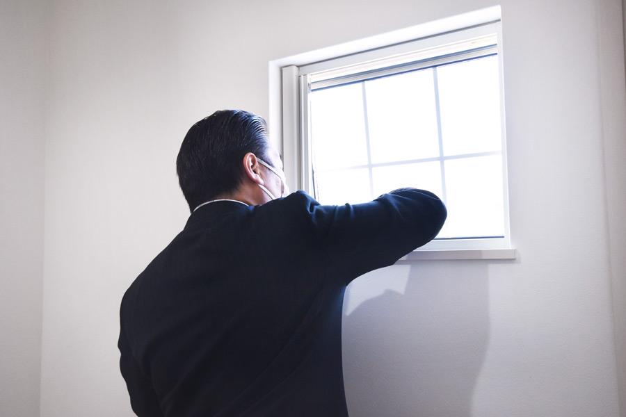 2021年3月18日社内検査2_窓の動作確認をしている様子