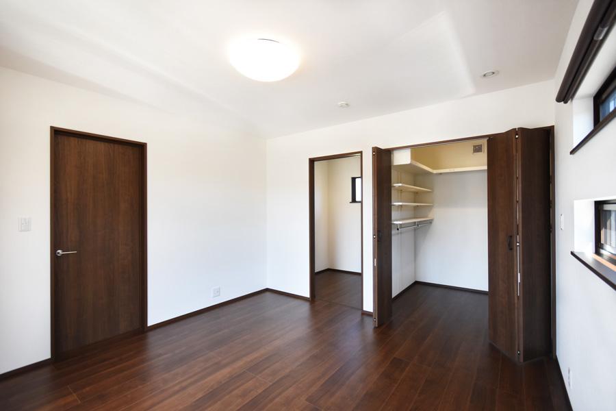 2021年4月22日社内検査_ウォークインクローゼットと納戸が併設する主寝室