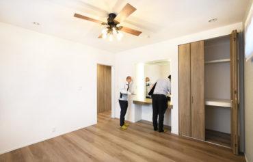 2021年4月30日社内検査_シーリングファンライトのある落ち着いた主寝室。