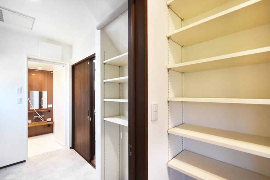 2021年4月22日社内検査_食品庫と隣接する洗面脱衣室