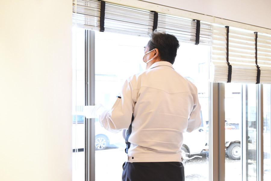 2021年4月30日社内検査_窓の動作確認をしている様子