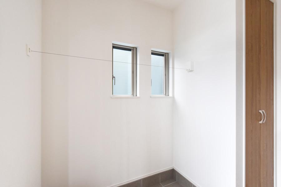2021年5月28日社内検査、玄関に取り付けた洗濯物室内干しワイヤー