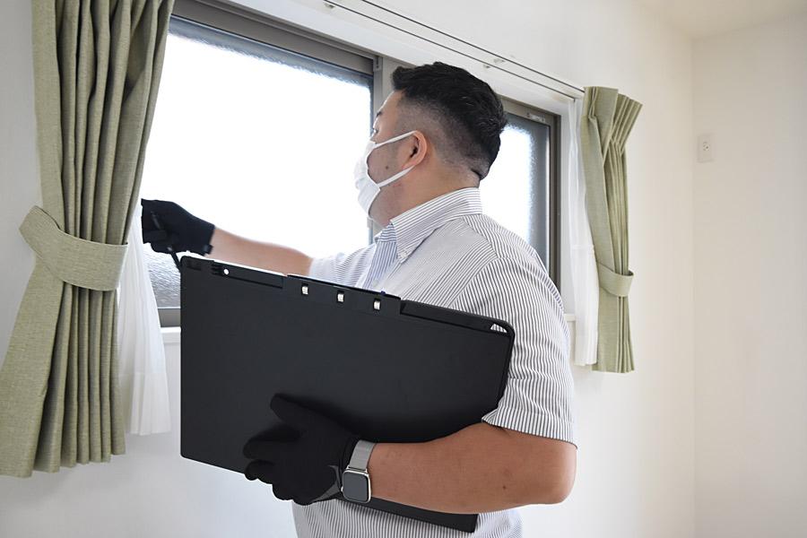 2021年5月28日社内検査_窓の動作確認をしている様子