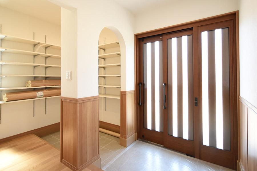 2021年6月10日社内検査_3枚引き戸の玄関と大容量の玄関クローゼット