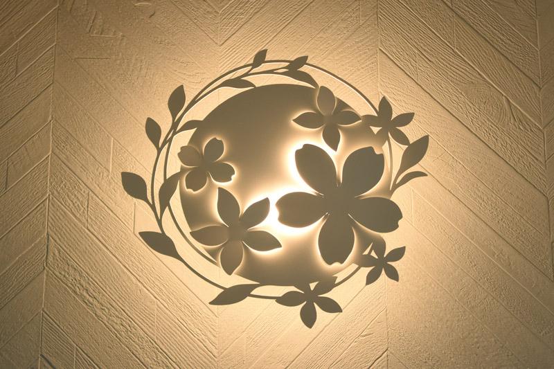 2021年6月28日社内検査_可愛いお花デザインの間接照明
