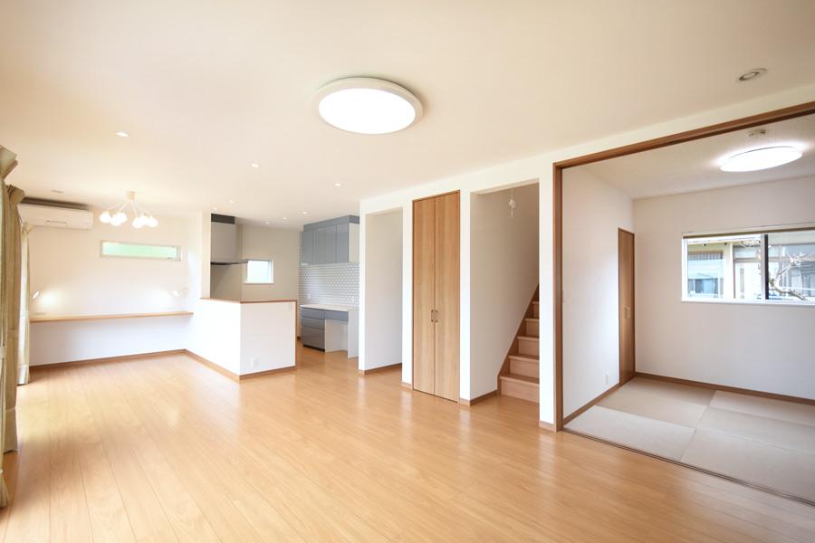 2021年6月28日社内検査_和室と階段が隣接する日当たりの良いLDK