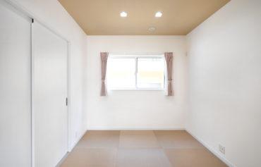 LDKと繋がる和室は家族のくつろぎスペース等に最適です。