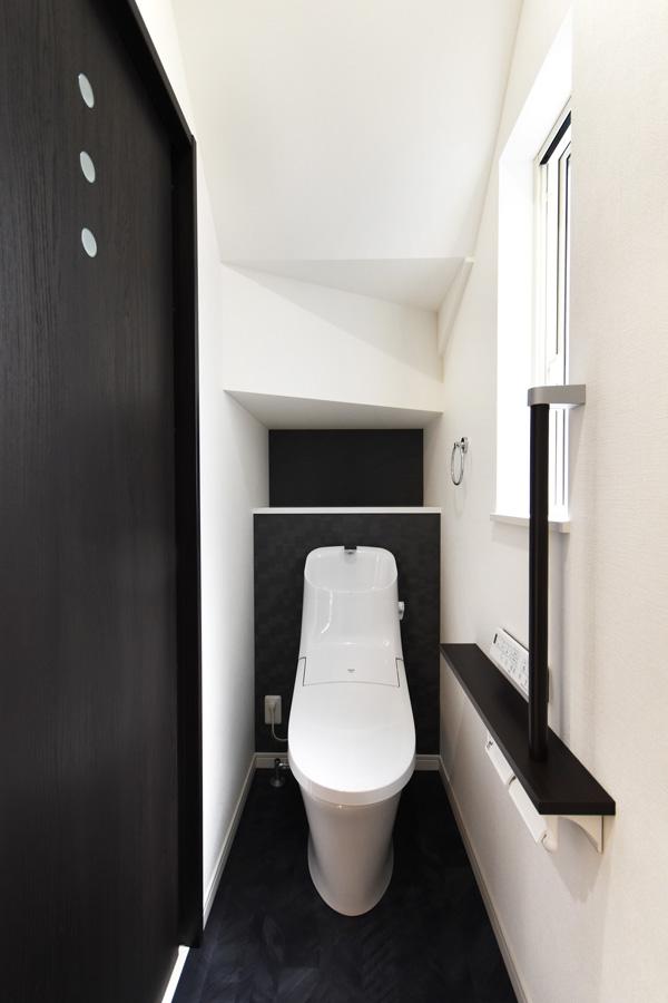 2021年7月8日社内検査_階段下の空間を活用したトイレ空間