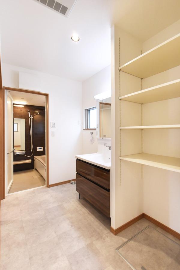 2021年7月16日社内検査_落ち着いた雰囲気の使いやすい洗面脱衣室