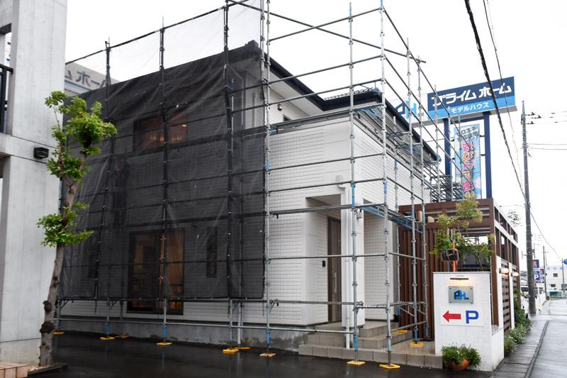 2021年8月12日プライムホーム住宅展示場_足場の組み立て_その2